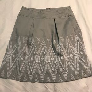 BANANA REPUBLIC Gray & White Embroidered Skirt